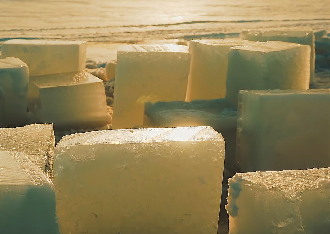 Die Sonne scheint stark auf unsere Eisbausteine