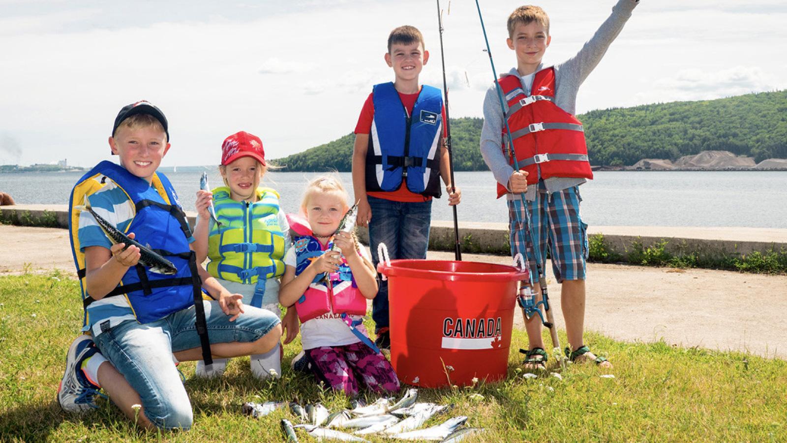 Nachwuchs hilft bei der Selbstversorgung auf Cape Breton (Nova Scotia/Kanada)