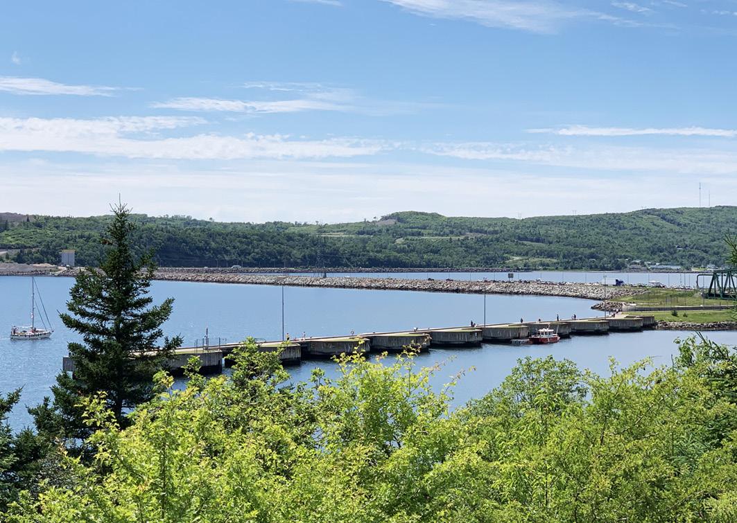 Blick auf den Canso Causeway auf Cape Breton (Nova Scotia/Kanada)