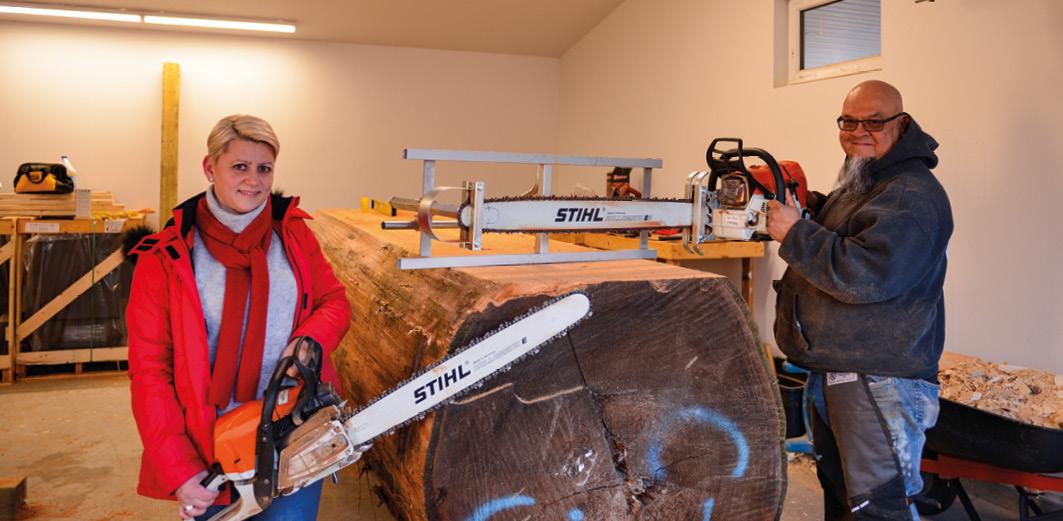 Aufgrund der immensen Größe der Baumstämme kommen Spezialsägen zum Einsatz