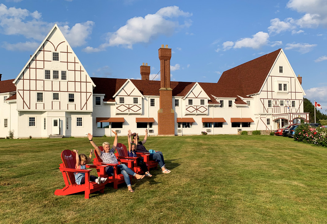 Elena Paul und Stefanie Pegelow besuchen mit ihren Kindern die Keltic Lodge bei Ingonish auf Cape Breton (Nova Scotia/Kanada)