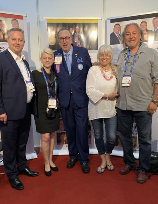 v.l.n.r.: Former Nova Scotia Premierminister A.D. Rodney MacDonald, Elena Paul, Frank J. Devlyn, Halina Stopyra, Jay Bell Redbird