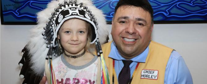 Im Sommer 2019 überreichte der ehemalige Regional- und Provinzhäuptling Nova Scotias seinen Häuptlingsschmuck an die Friends United Initiative | Foto: Elena Paul